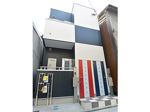アパート-大阪市生野区鶴橋3丁目 【現地外観】木造2階建て、1Rが2戸の住宅です。5沿線2駅利用可能!JR大阪環状線「鶴橋」駅より徒歩6分。梅田やなんばからのアクセスも良好です。民泊などの収益物件としてもご検討いただけます。