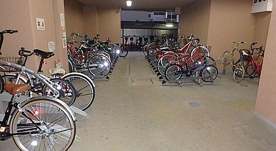 マンション(建物一部)-大阪市中央区南久宝寺町1丁目 駐輪場あり。繁華街や各駅へのアクセスが楽々。
