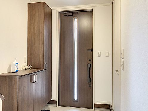 戸建賃貸-知多郡東浦町大字緒川字組田 大型のシューズボックス付き!片付いた玄関がキープできます