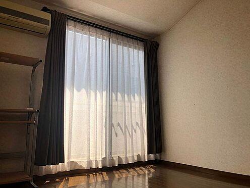 中古一戸建て-名古屋市名東区引山1丁目 洋室 掃き出し窓からバルコニーへ出ることが出来ます