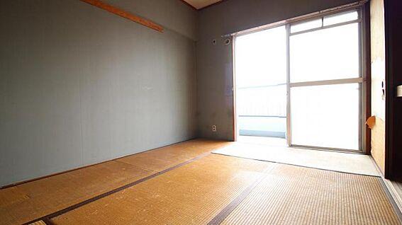 中古マンション-岡崎市矢作町字尊所 南側の和室はバルコニーに面してるので採光性良好!
