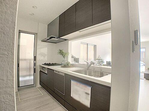 新築一戸建て-名古屋市守山区天子田1丁目 勝手口もあり、明るく便利なキッチンです。