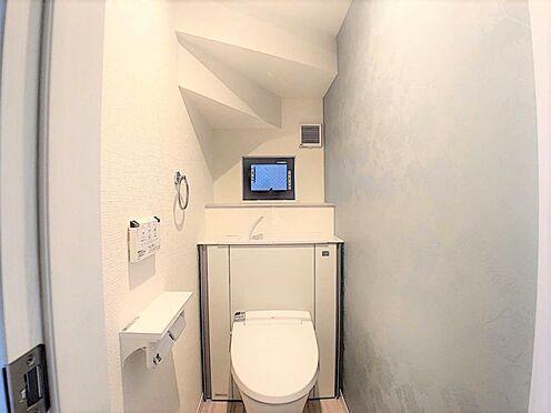 新築一戸建て-名古屋市北区辻町8丁目 収納一体型トイレとなっているので、掃除道具などを収納しスッキリとさせることが出来ます。(1階のみ)
