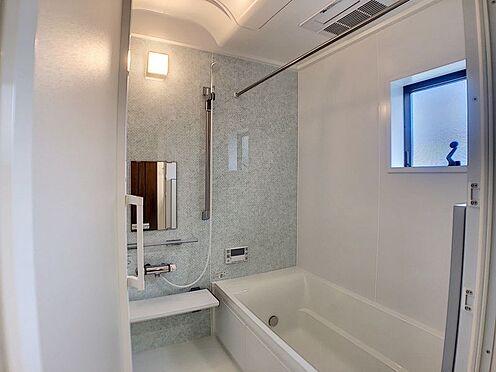 新築一戸建て-安城市城南町1丁目 窓付きの明るい広々浴室。入浴も気持ちよさそうですね