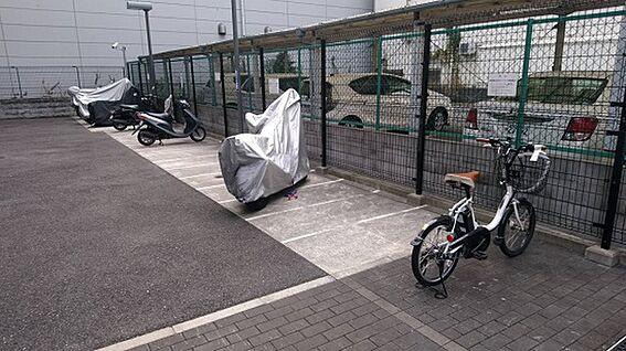 マンション(建物一部)-大阪市淀川区十三本町1丁目 バイク置場は屋根付きです