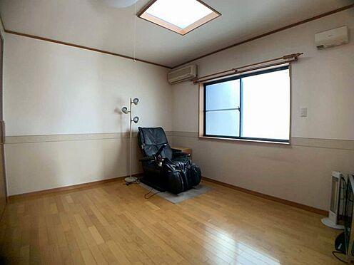 中古一戸建て-名古屋市西区宝地町 大きな窓から明るい光が差し込む洋室