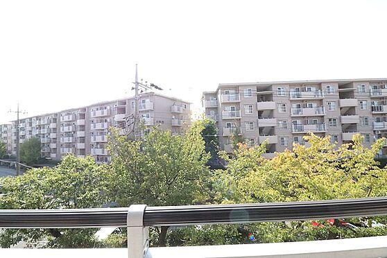 区分マンション-八王子市南大沢4丁目 前面棟は離れているため視線などは気になりません。