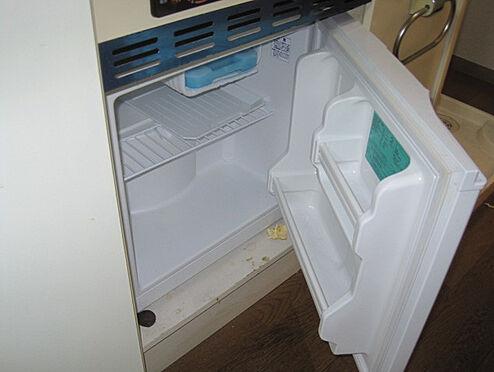 マンション(建物一部)-相模原市中央区矢部4丁目 単身者に便利なミニ冷蔵庫付きです。