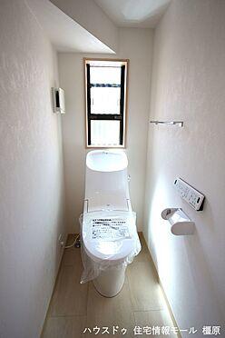 戸建賃貸-高市郡明日香村大字岡 タンク一体型の温水洗浄便座を完備しております。