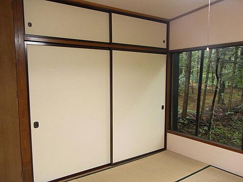 中古一戸建て-北佐久郡軽井沢町大字長倉 大きめの押し入れも完備です。
