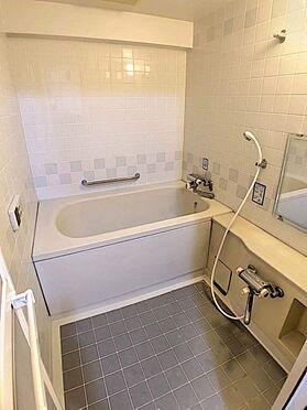 中古マンション-豊田市下市場町8丁目 帰宅時間の異なる共働きのご家庭に嬉しい追い炊き機能付きのお風呂です。いつでも温かいお風呂に入っていただけます。