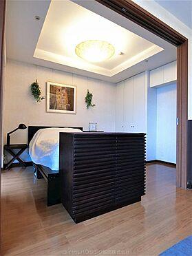 中古マンション-横浜市神奈川区栄町 約6.1帖の寝室も天井が高いです