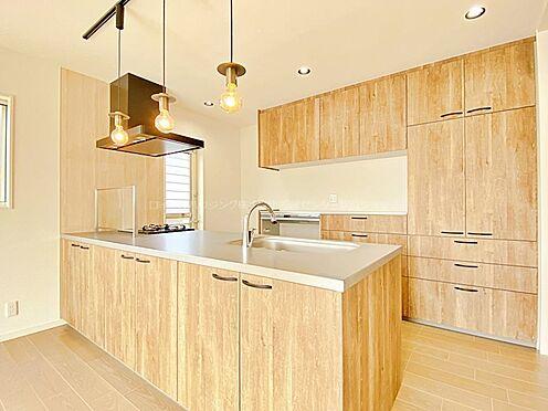 戸建賃貸-多摩市聖ヶ丘3丁目 食洗機、タッチレス水栓、薄型レンジフードなど、考えられるひと通りの機能が備わっています。