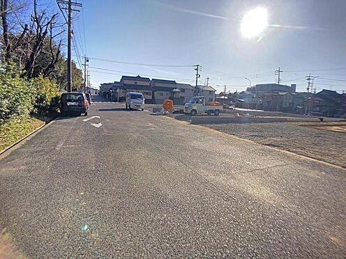新築一戸建て-半田市柊町4丁目 前面道路が広く、駐車も落ち着いてできますね。