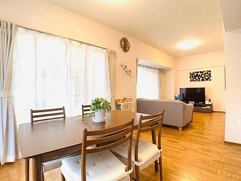中古マンション-名古屋市昭和区元宮町3丁目 17.3帖のリビングには大きめのダイニングテーブルも設置可能。冬は家族でお鍋を囲むのもいいですね♪