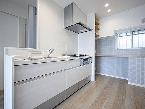 中古マンション-品川区東大井1丁目 都会的な真っ白なキッチンを配置しました