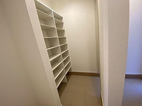 戸建賃貸-豊田市小坂町13丁目 家族全員の靴をすっきり見やすく収納。玄関をキレイに保てます。