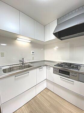 区分マンション-横浜市港北区綱島西1丁目 白を基調にした清潔感があるキッチンは使いやすいL字型