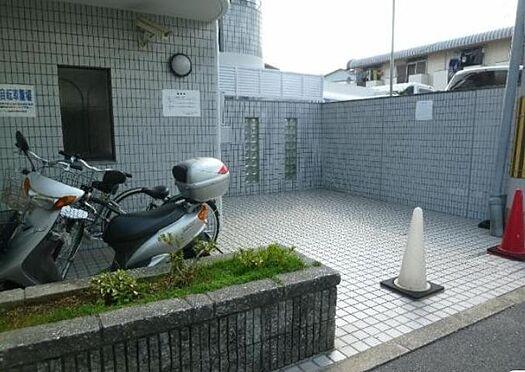 マンション(建物一部)-京都市伏見区深草泓ノ壺町 自転車やバイクを置けるので、駅へのアクセスも楽々。