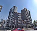 角地にある各線「麻布十番」駅近デザイナーズマンションです。
