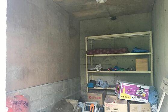 中古一戸建て-伊豆の国市奈古谷 基礎部分の空間に、物置を作られています。庭いじり道具置き場として利用できそうです。