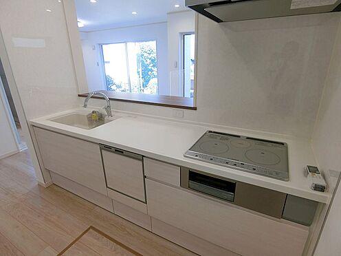 戸建賃貸-八王子市松木 オープンキッチンで調理スペースにもゆとりがあります