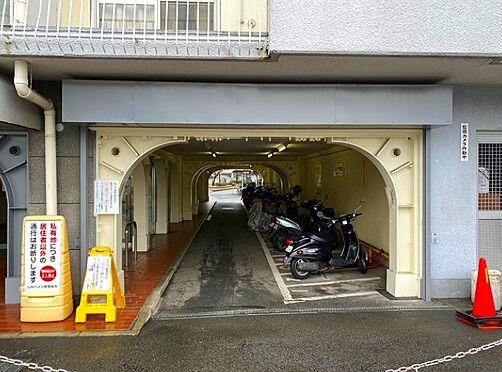 区分マンション-京都市山科区東野門口町 雨を凌ぐ屋根付きバイク置き場