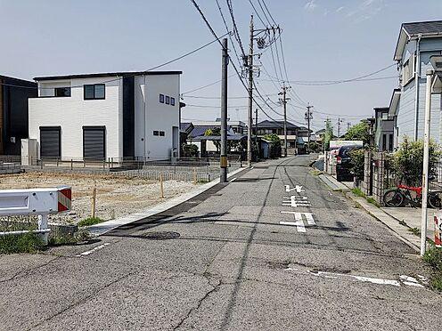 戸建賃貸-刈谷市半城土中町3丁目 前面道路約6.1mで駐車が楽々ですね。