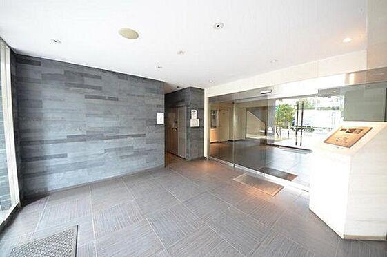 中古マンション-港区港南3丁目 エントランスホールの床面積は約94平米あり、ゆったりした空間でお客様を招き入れております。