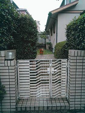 建物全部その他-柏市緑台 門扉を通り右手が玄関となります。