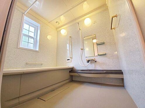 中古一戸建て-八王子市南陽台1丁目 窓も合って明るいバスルームです!ゆっくりと一日の疲れを癒してください。