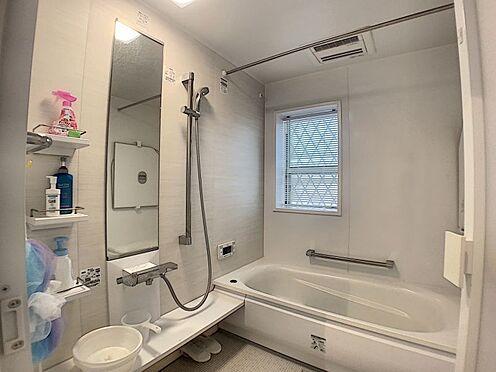 中古一戸建て-豊田市浄水町原山 安全が考慮された手すり付の浴室。小さなお子様のいる世帯は嬉しいポイントですね