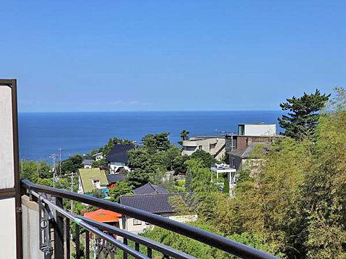 中古マンション-伊東市富戸 ≪眺望≫ バルコニーから東方向に相模湾を望みます。