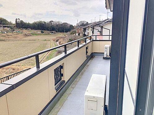中古一戸建て-豊田市志賀町下番戸 3部屋から行き来できる続きバルコニーです!家族分の洗濯物を一気に干していただけます。