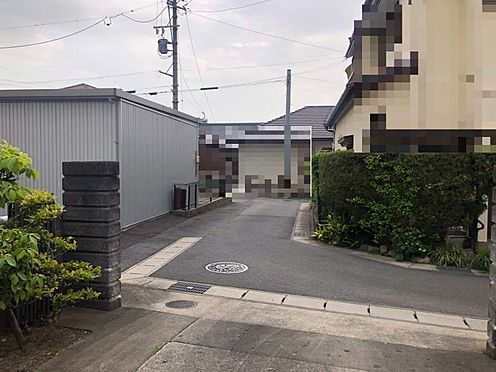 土地-刈谷市高津波町5丁目 JR東海道本線「逢妻」駅まで約8分の立地です。車通りの少ない前面道路です。