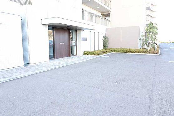 中古マンション-八王子市鑓水2丁目 エントランス入口(駐車場側)