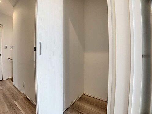 新築一戸建て-豊田市千足町1丁目 廊下にも収納が!掃除用品などを入れても便利ですね◎