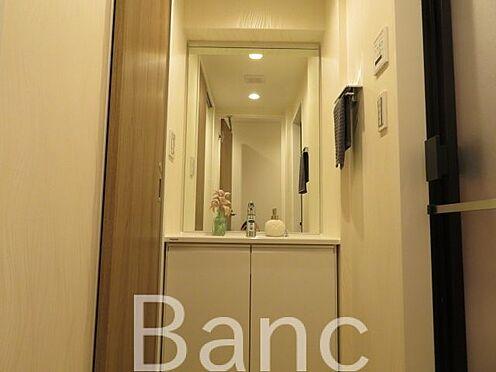 中古マンション-渋谷区本町3丁目 綺麗な独立洗面台です。