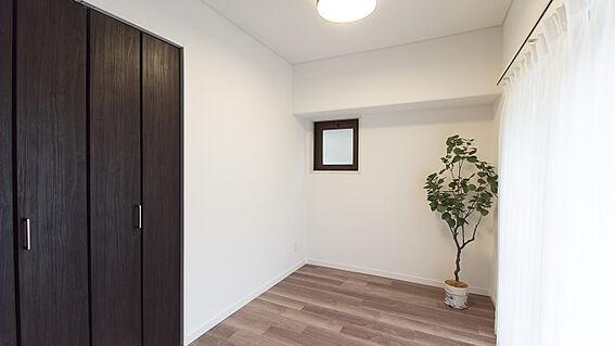 中古マンション-岡山市北区弓之町 洋室 掲載中の家具等は販売価格に含まれません。