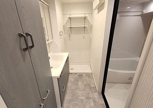 中古マンション-名古屋市守山区西城2丁目 洗濯機置場の上にも棚が有ります♪