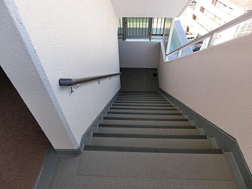 マンション(建物一部)-足立区西新井本町3丁目 階段です。