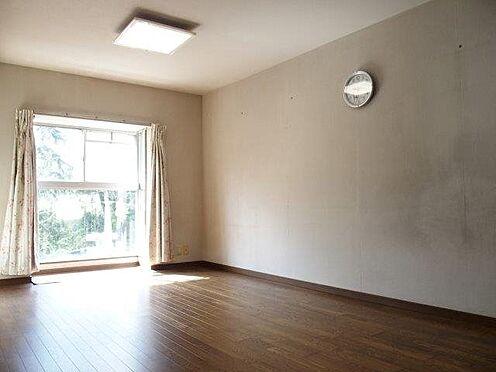中古マンション-八王子市別所2丁目 リビングの窓は大きいので日当たり良好です