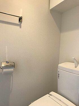 中古マンション-江戸川区北小岩6丁目 吊戸棚のあるトイレ