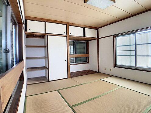 中古テラスハウス-名古屋市中川区中郷3丁目 3階建ての3階部分の8帖和室です。明るいお部屋で収納も豊富です!