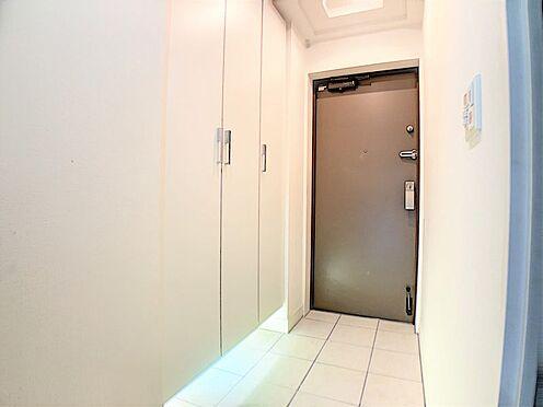 中古マンション-名古屋市天白区井の森町 収納したの間接照明がお洒落な玄関!見にくい足元も明るく照らしてくれます♪