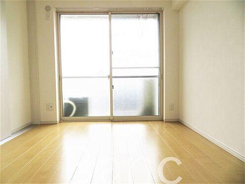 中古マンション-杉並区下高井戸4丁目 バルコニー側の居室です。