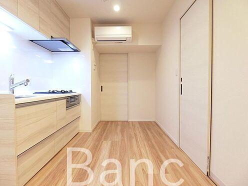 中古マンション-世田谷区三軒茶屋2丁目 仕切りは引き戸式になっていてドアのデッドスペースが無いのでお部屋を有効に使えます