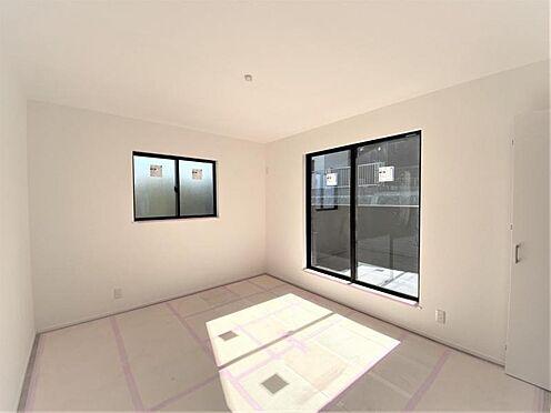 新築一戸建て-福岡市西区拾六町4丁目 光が十分入るように計算された窓