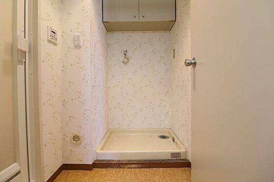 中古マンション-八王子市南大沢3丁目 洗濯機置き場の上部にも収納があります