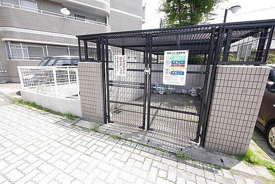区分マンション-北九州市八幡西区木屋瀬2丁目 ゴミステーションには柵があり、鳥等に荒らされる心配が少ないのが嬉しいですね。